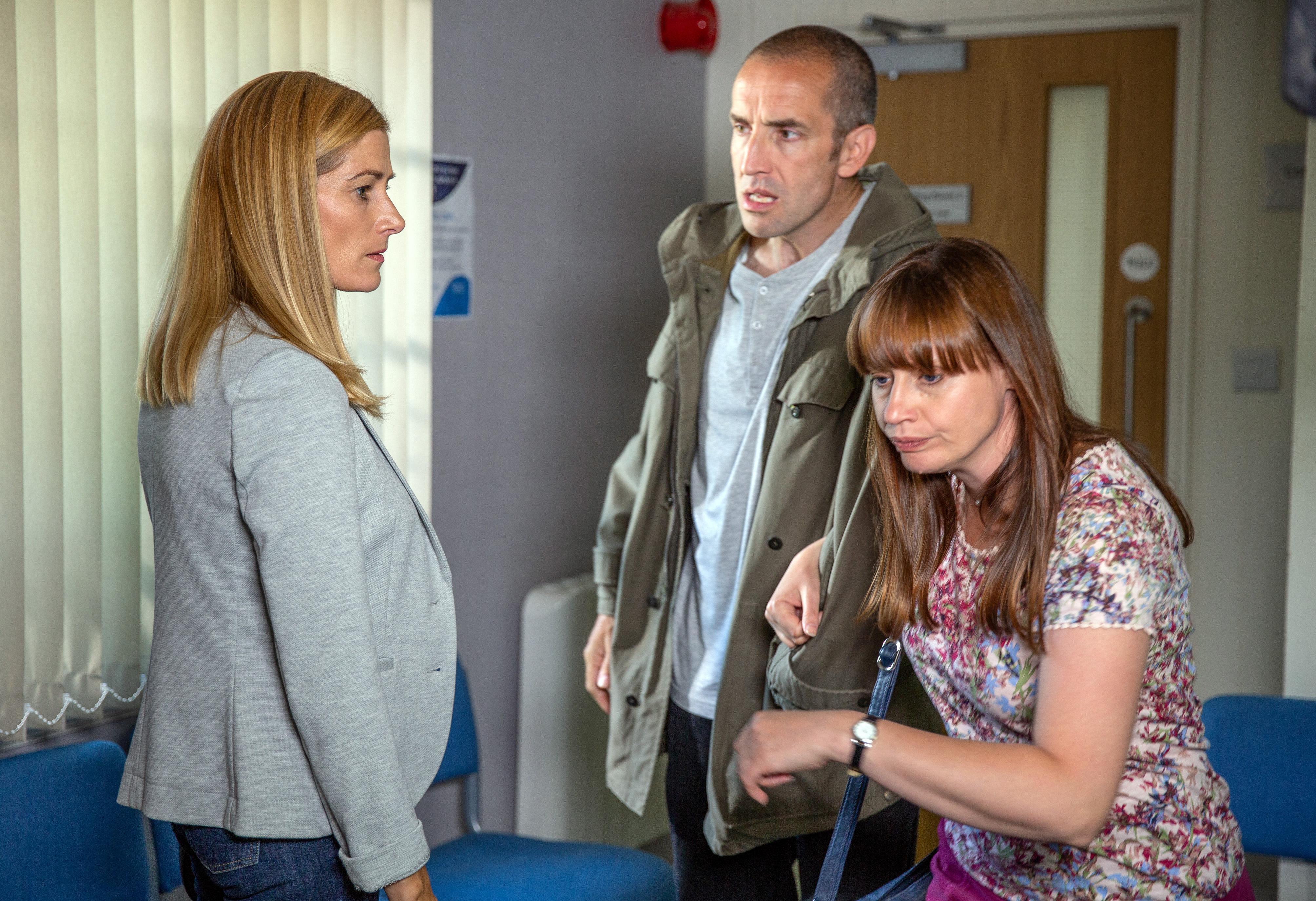 Lydia avoids Pat in Emmerdale