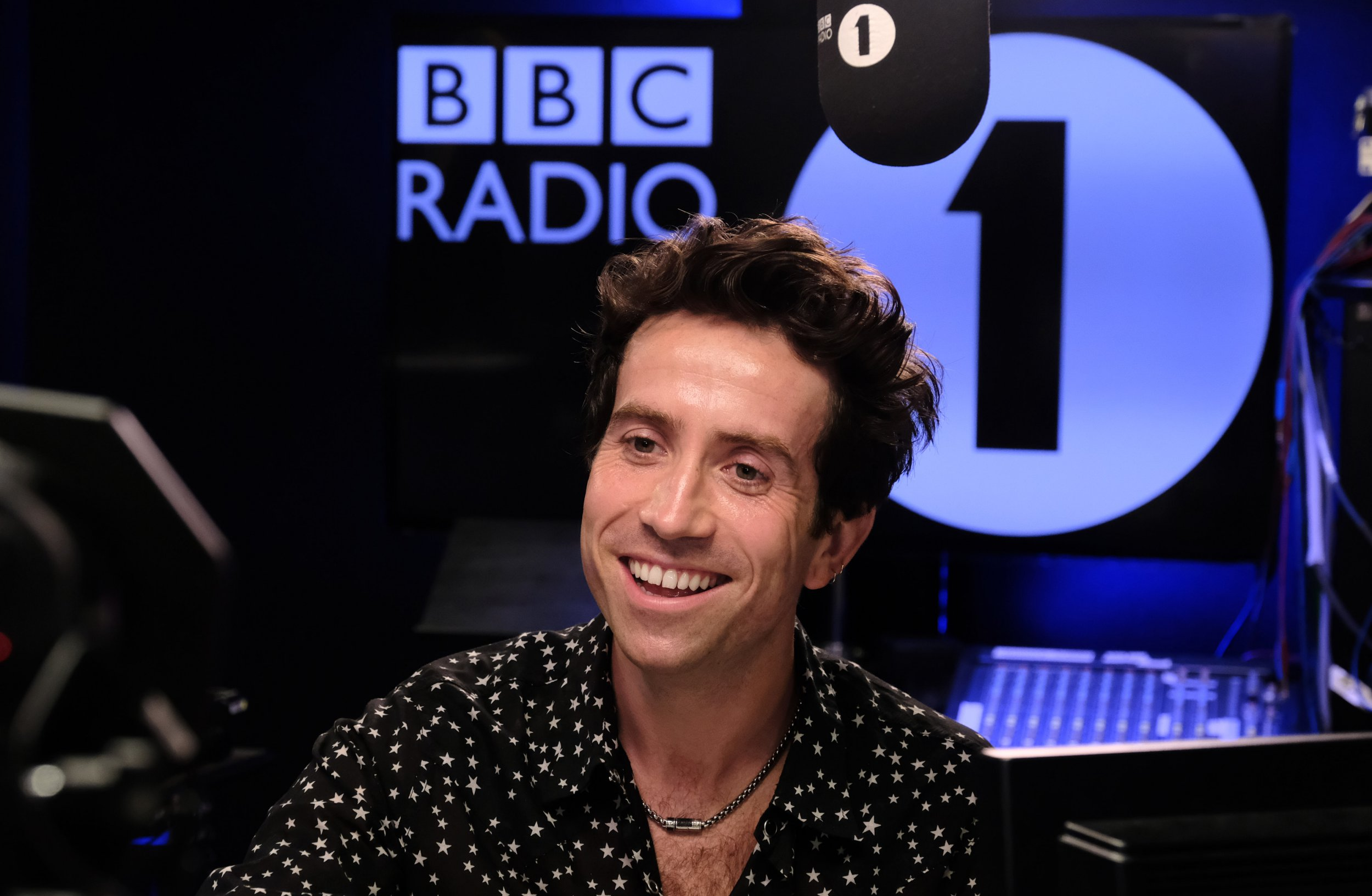 Nick Grimshaw kicks off last Radio 1 breakfast show with first song he played when he joined