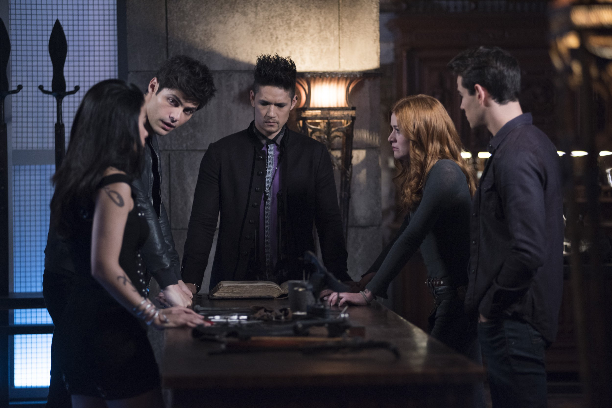 """SHADOWHUNTERS - """"Salt In The Wound"""" - With the Owls identity revealed, Alec, Isabelle, and Clary head to Alicante to try and find a way to stop him. Luke and Simon team up to track Liliths latest possible victim. Maia reflects on her past. This episode of """"Shadowhunters"""" airs Tuesday, May 1 (8:00 - 9:00 p.m. EDT) on Freeform. (John Medland/Freeform via Getty Images) EMERAUDE TOUBIA, MATTHEW DADDARIO, HARRY SHUM JR., KATHERINE MCNAMARA, ALBERTO ROSENDE"""