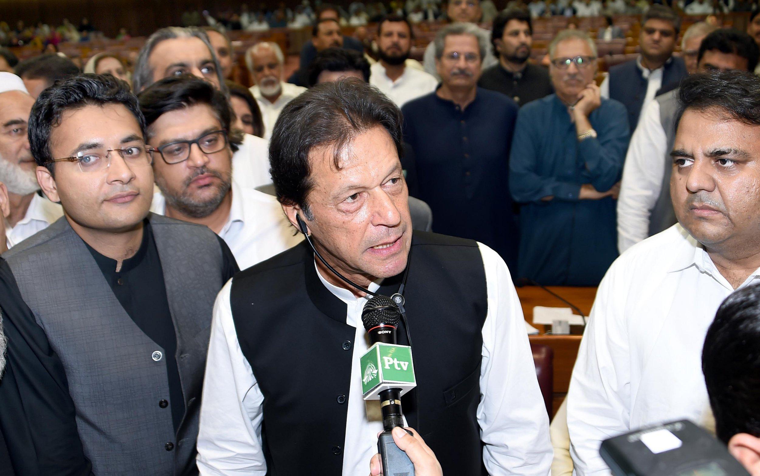 Imran Khan sworn in as Pakistan prime minister