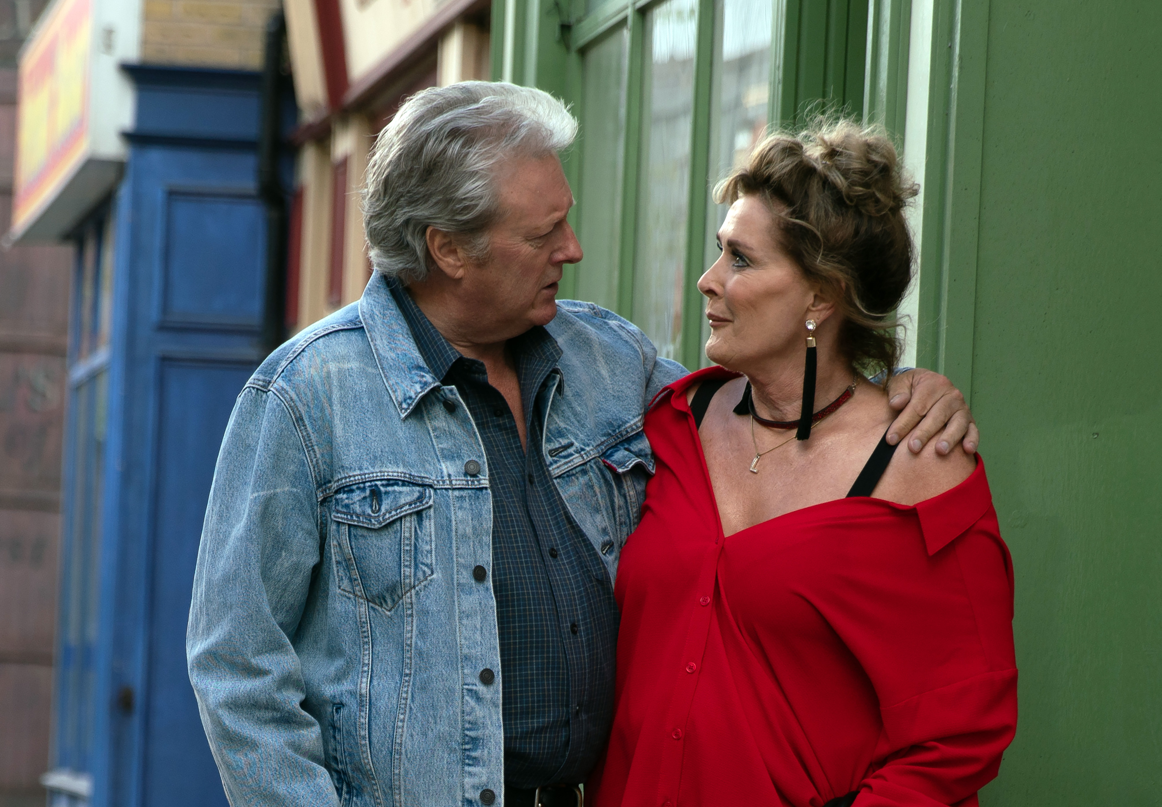 Jim and Liz get close in Coronation Street