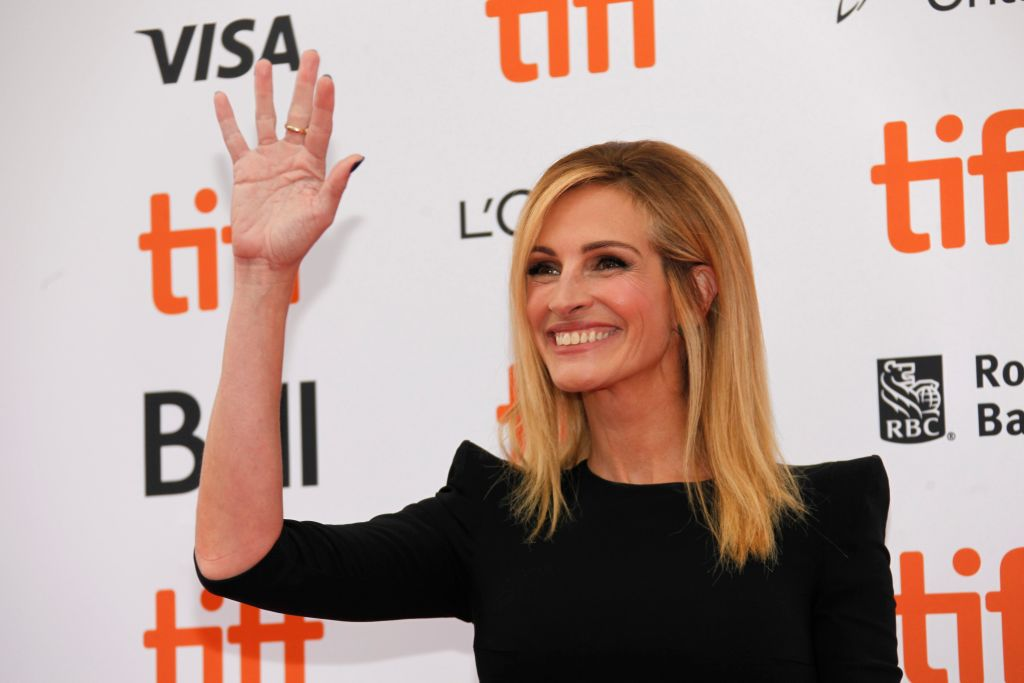 Julia Roberts just became the queen of clapbacks as she shuts down troll who called her nail polish 'ugly'