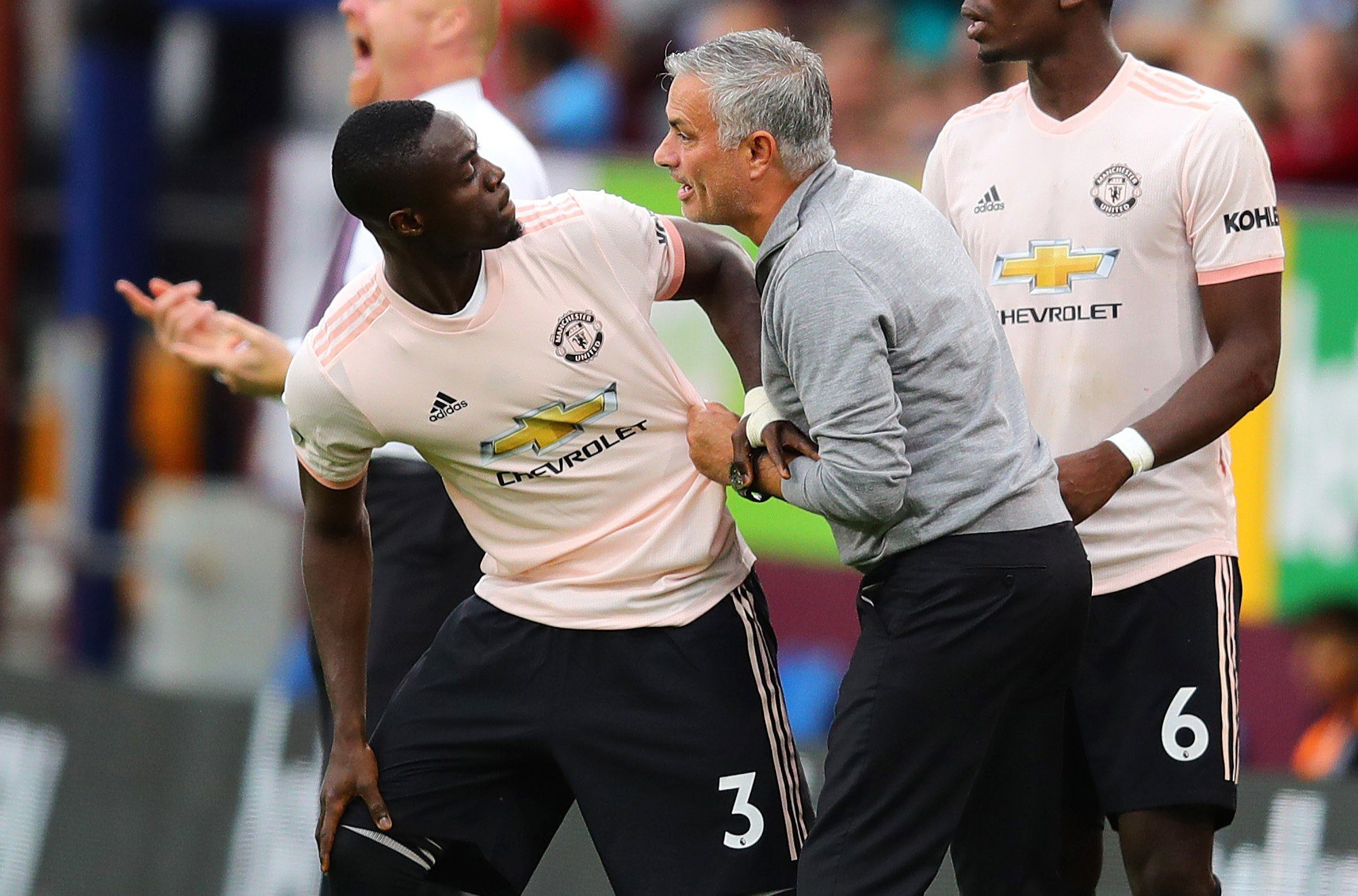 BURNLEY, ENGLAND - SEPTEMBER 02: Manchester United manager Jose Mourinho makes a point to Eric Bailly before he enters the field as a substitute during the Premier League match between Burnley FC and Manchester United at Turf Moor on September 2, 2018 in Burnley, United Kingdom. (Photo by Chris Brunskill/Fantasista/Getty Images)