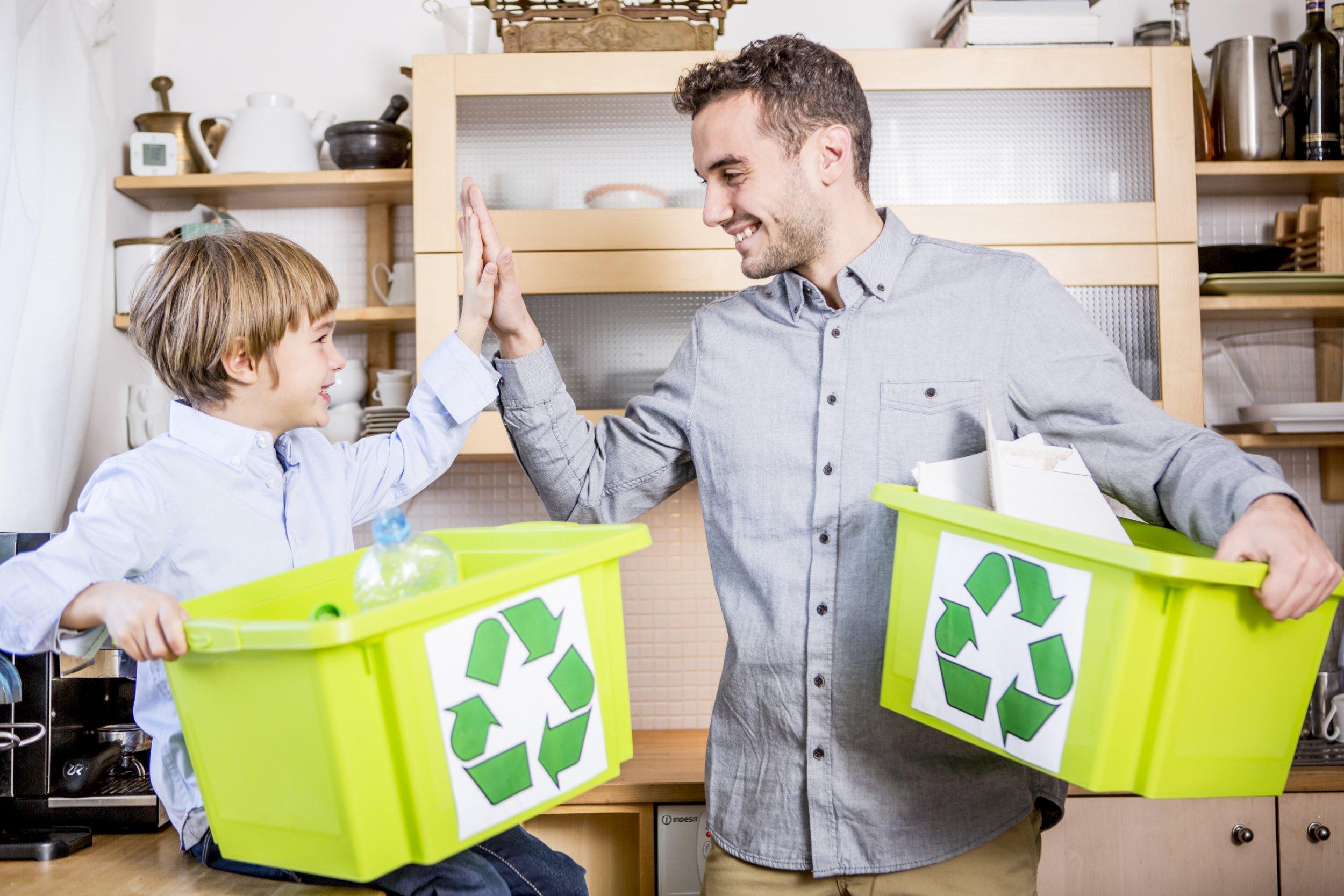 Familie trennt M??ll, Recycling, Lifestyle, Deutschland