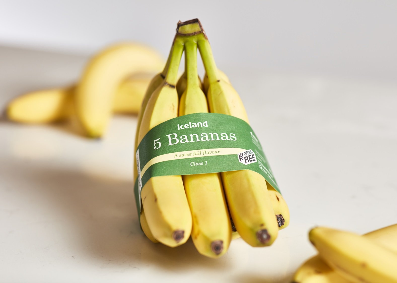 EMBARGOED TO 0001 WEDNESDAY SEPTEMBER 12 Iceland undated handout photo of their pre-packaged bananas which are being sold in a recycled paper band in a move it says will soon be saving 10 million plastic bags a year. PRESS ASSOCIATION Photo. Issue date: Wednesday September 12, 2018. The new packaging has launched in three Iceland stores as an initial trial and will extend to a further 120 stores later this week, before a national rollout by the end of the year. See PA story CONSUMER Bananas. Photo credit should read: Iceland/PA Wire NOTE TO EDITORS: This handout photo may only be used in for editorial reporting purposes for the contemporaneous illustration of events, things or the people in the image or facts mentioned in the caption. Reuse of the picture may require further permission from the copyright holder.