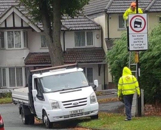 Contractors park on grass verge, while putting up sign saying 'no motor vehicle parking on the grass verge or footway'. In Doveridge Road, Hall Green.