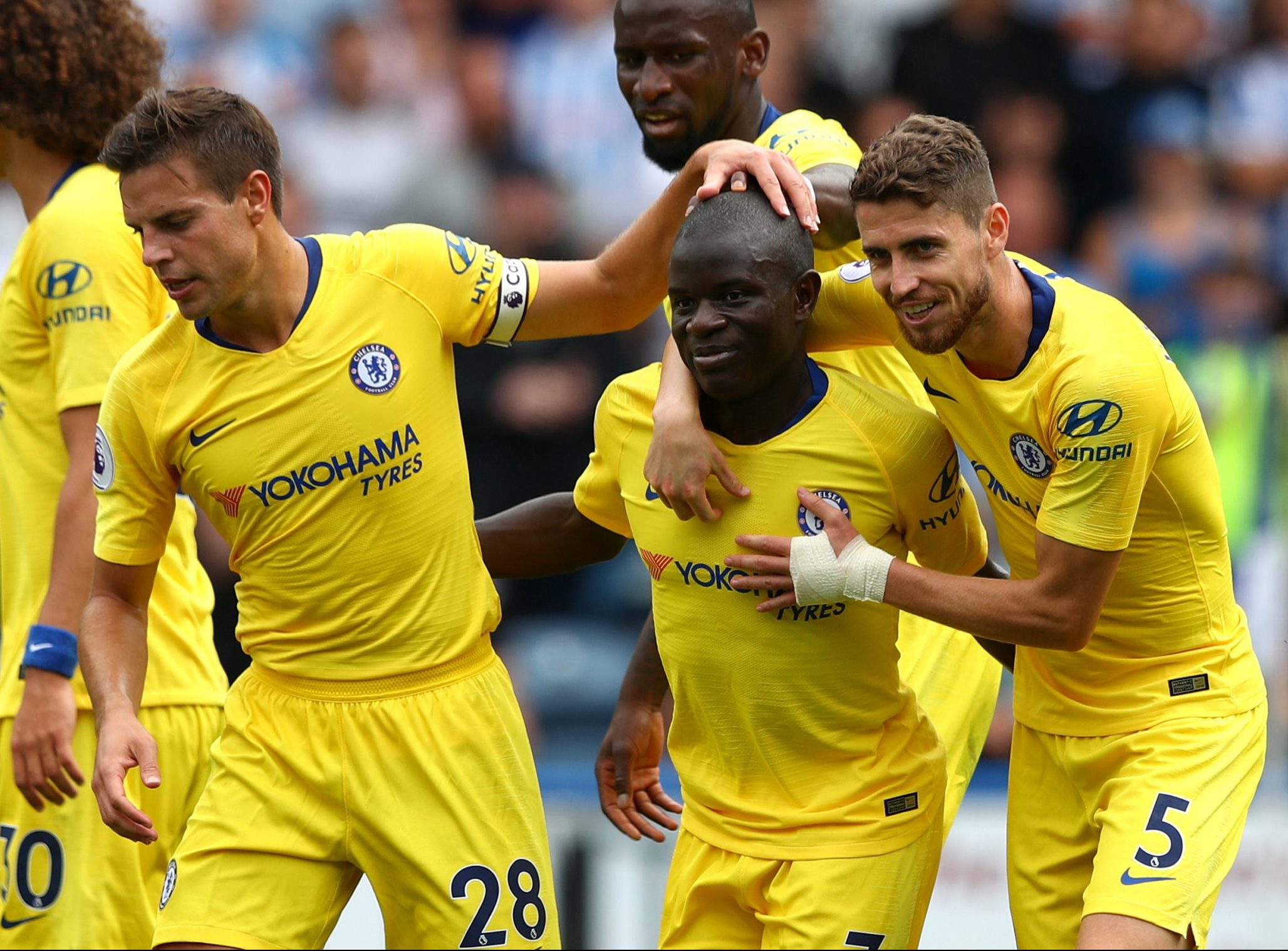 HUDDERSFIELD, ENGLAND - AUGUST 11: N'golo Kante of Chelsea celebrates with teammates after scoring his team's first goal during the Premier League match between Huddersfield Town and Chelsea FC at John Smith's Stadium on August 11, 2018 in Huddersfield, United Kingdom. (Photo by Matthew Lewis/Getty Images)