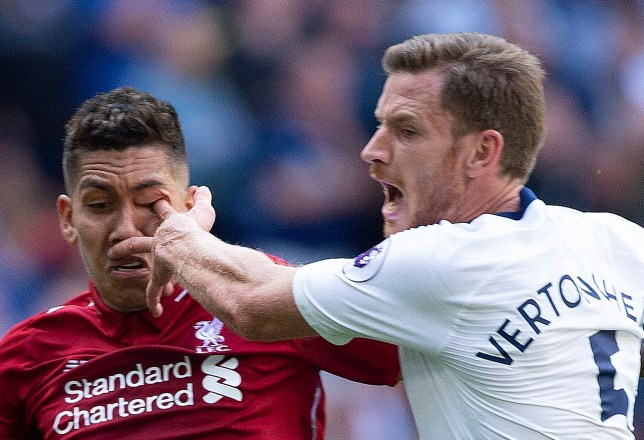 LONDON, ENGLAND - SEPTEMBER 15: Roberto Firmino of Liverpool receives a finger in the eye from Jan Vertonghen of Tottenham Hotspur during the Premier League match between Tottenham Hotspur and Liverpool FC at Wembley Stadium on September 15, 2018 in London, United Kingdom. (Photo by Visionhaus/Getty Images)