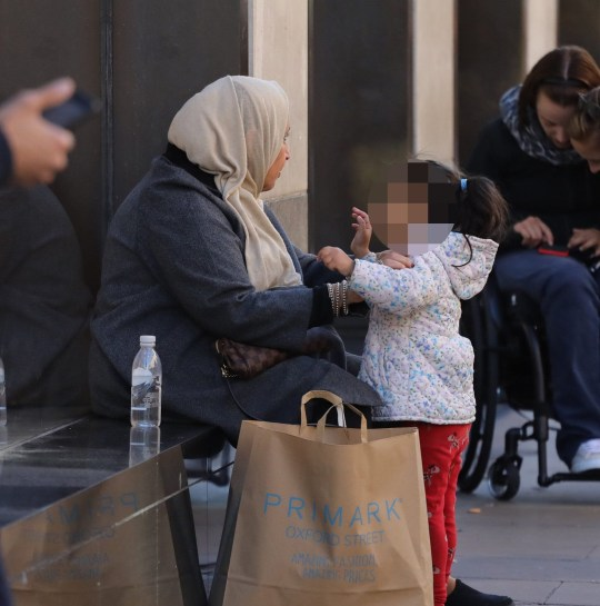Roma women use there kids to go begging in Oxford street,London
