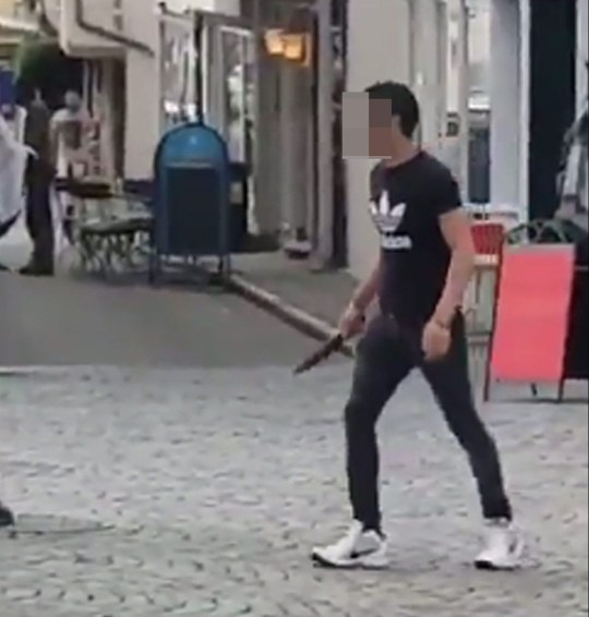 Knifeman in Germany METRO GRAB taken from: https://twitter.com/DerSteiger/status/1045709951098851335 Credit: Twitter