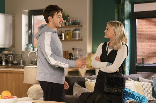 Bethany and Ryan get close in Coronation Street