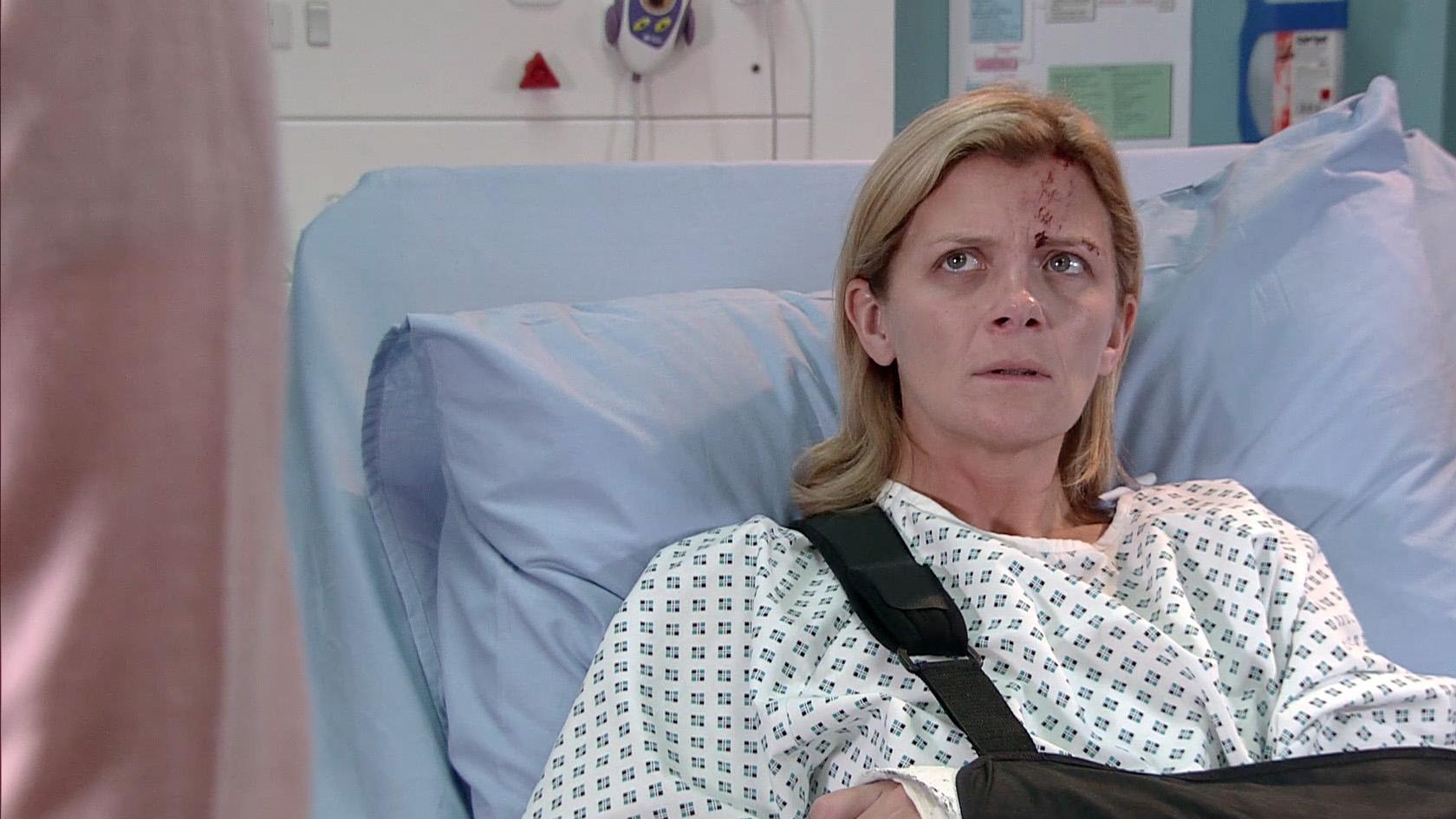Leanne is in hospital in Coronation Street