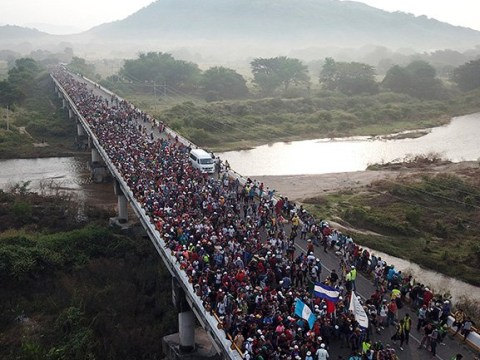 Migrant caravan moving through Mexico stops over rumours a child has been kidnapped