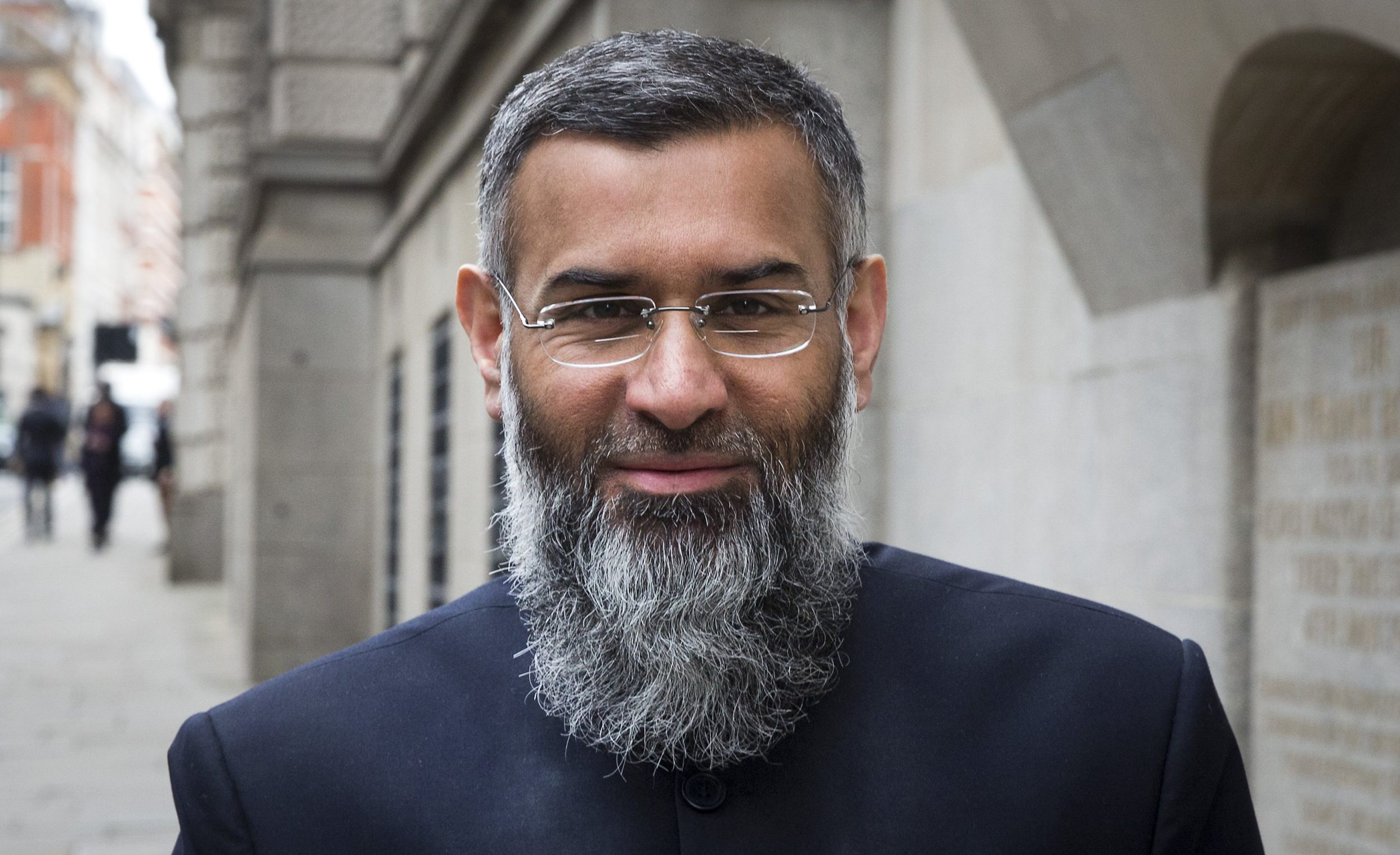 Radical preacher Anjem Choudary arrives at The Old Bailey Anjem Choudary court hearing, London, Britain - 24 Mar 2016 Choudary is alleged to have invited support for the Islamic State group in individual lectures which were subsequently posted online. Mandatory Credit: Photo by Peter MacDiarmid/REX/Shutterstock (5619104d)
