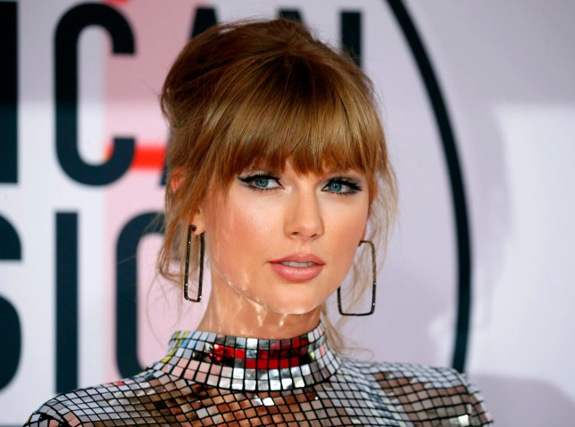 2018 American Music Awards ??? Arrivals ??? Los Angeles, California, U.S., 09/10/2018 ??? Taylor Swift poses. REUTERS/Mike Blake