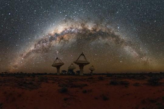 Antennas of CSIRO's Australian SKA Pathfinder with the Milky Way overhead. Credit: Alex Cherney/CSIRO Read more at: https://phys.org/news/2018-10-aussie-telescope-mysterious-fast-radio.html#jCp Science/fast radio bursts