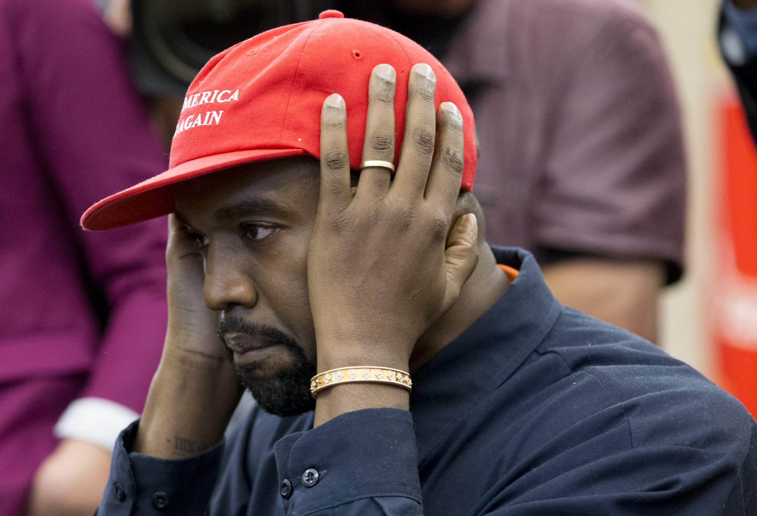 epa07086569 US entertainer Kanye West gestures while speaking during a meeting with US President Donald J. Trump in the Oval Office of the White House in Washington, DC, USA, 11 October 2018. Kanye West, who is a Trump supporter, met with the President to discuss prison reform and other issues. EPA/MICHAEL REYNOLDS