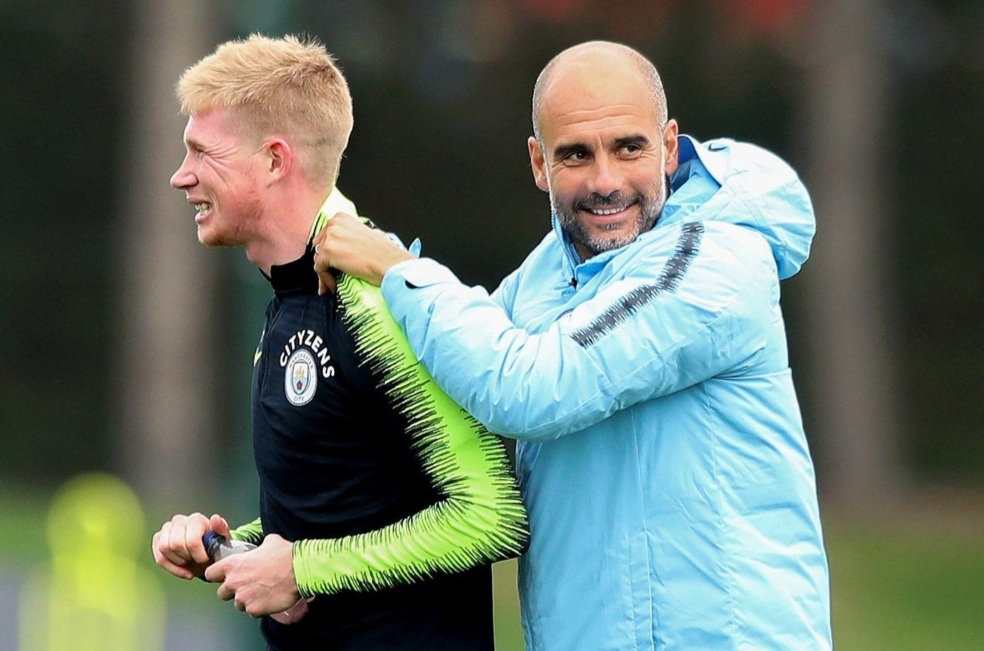 MANCHESTER, ENGLAND - OCTOBER 16: Manchester City manager shares a joke with Kevin de Bruyne during the training session at Manchester City Football Academy on October 16, 2018 in Manchester, England. (Photo by Matt McNulty - Manchester City/Man City via Getty Images)