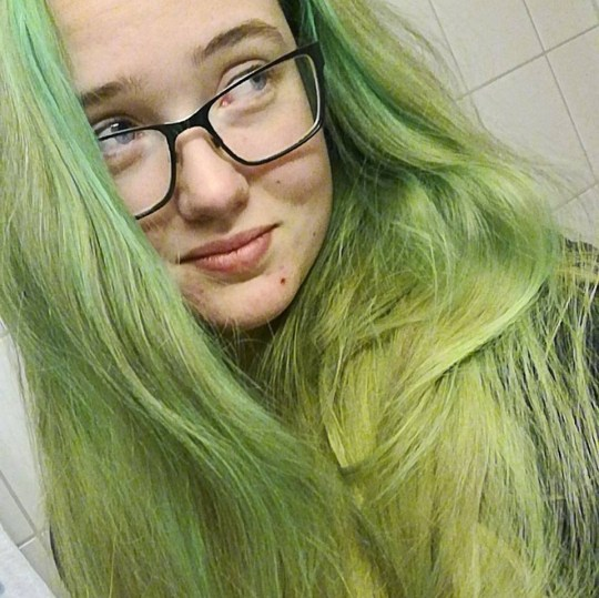 Swedish student who stopped man being deported facing prosecution METRO GRAB taken from: https://www.facebook.com/photo.php?fbid=10153845472791274&set=ecnf.747896273&type=3&theater Credit: Elin Ersson/Facebook