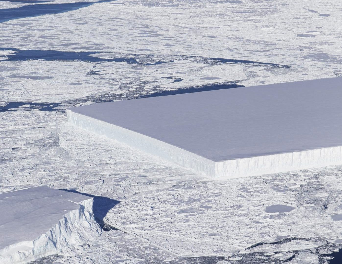 6304057 Mysterious rectangular iceberg spotted by NASA in Antarctica
