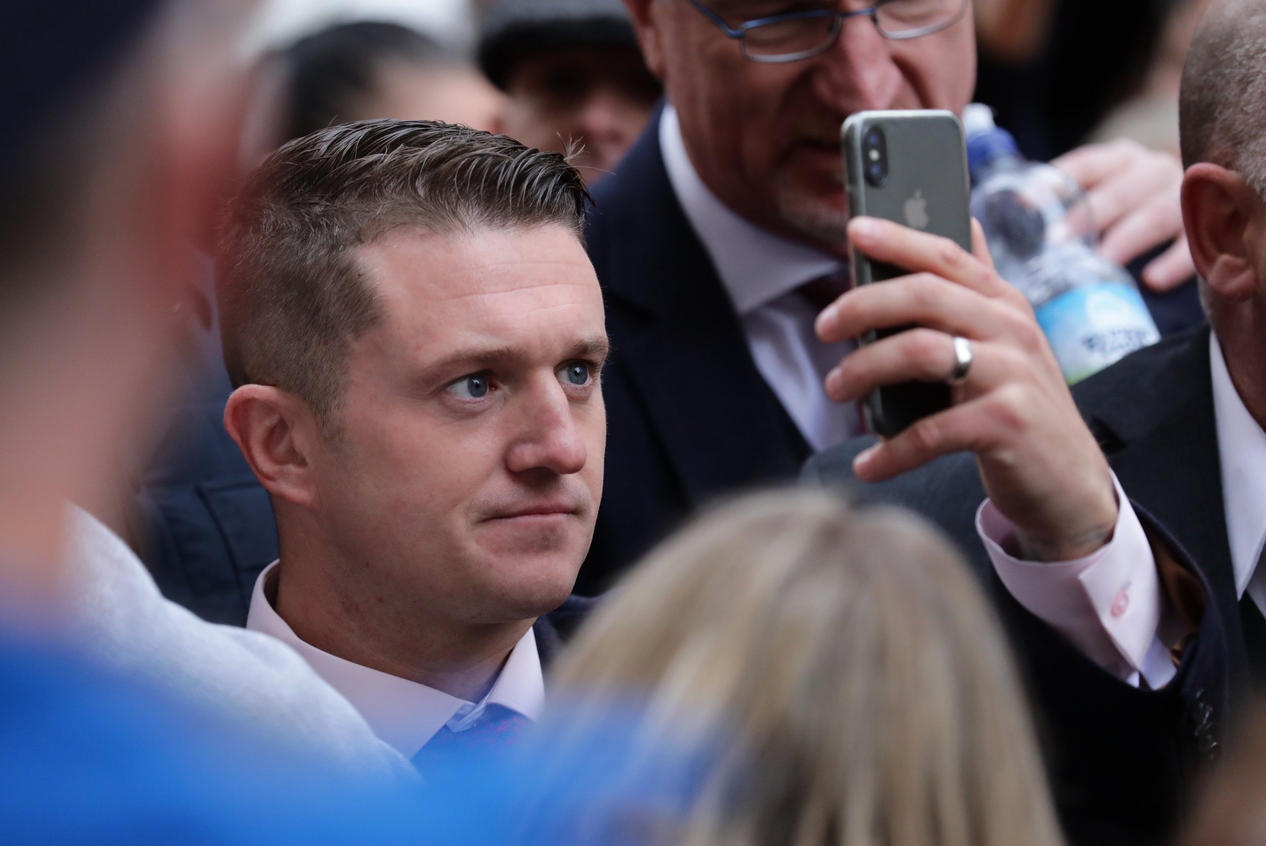 ?? Licensed to London News Pictures. 23/10/2018. London, UK. Former English Defence League leader Tommy Robinson arrives outside the Old Bailey in London, where he is accused of contempt of court for breaking reporting restrictions around the Huddersfield grooming gang trial. Photo credit: Rob Pinney/LNP