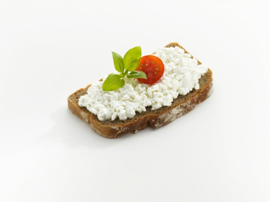 Eating cottage cheese before bed can help aid weight loss ...