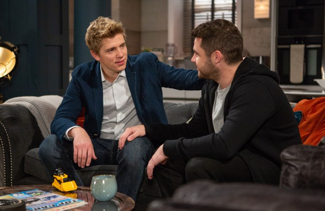Aaron and Robert make plans in Emmerdale
