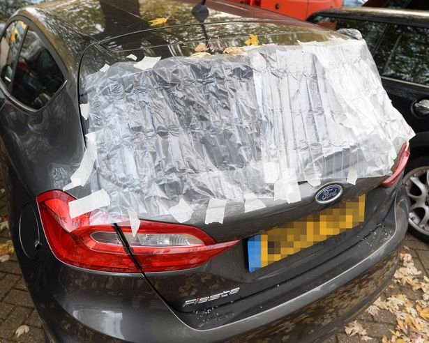 Sarcastic note left on Danielle Mills car in Bristol by neighbour after it was broken into. See SWNS story SWBRglass; Woman who had car broken into stunned after left note on car by neighbours - slamming her for not cleaning up the glass.