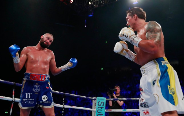 Boxing - Oleksandr Usyk v Tony Bellew - WBC, IBF, WBA & WBO World Cruiserweight Titles - Manchester Arena, Manchester, Britain - November 10, 2018 Tony Bellew in action against Oleksandr Usyk Action Images via Reuters/Andrew Couldridge
