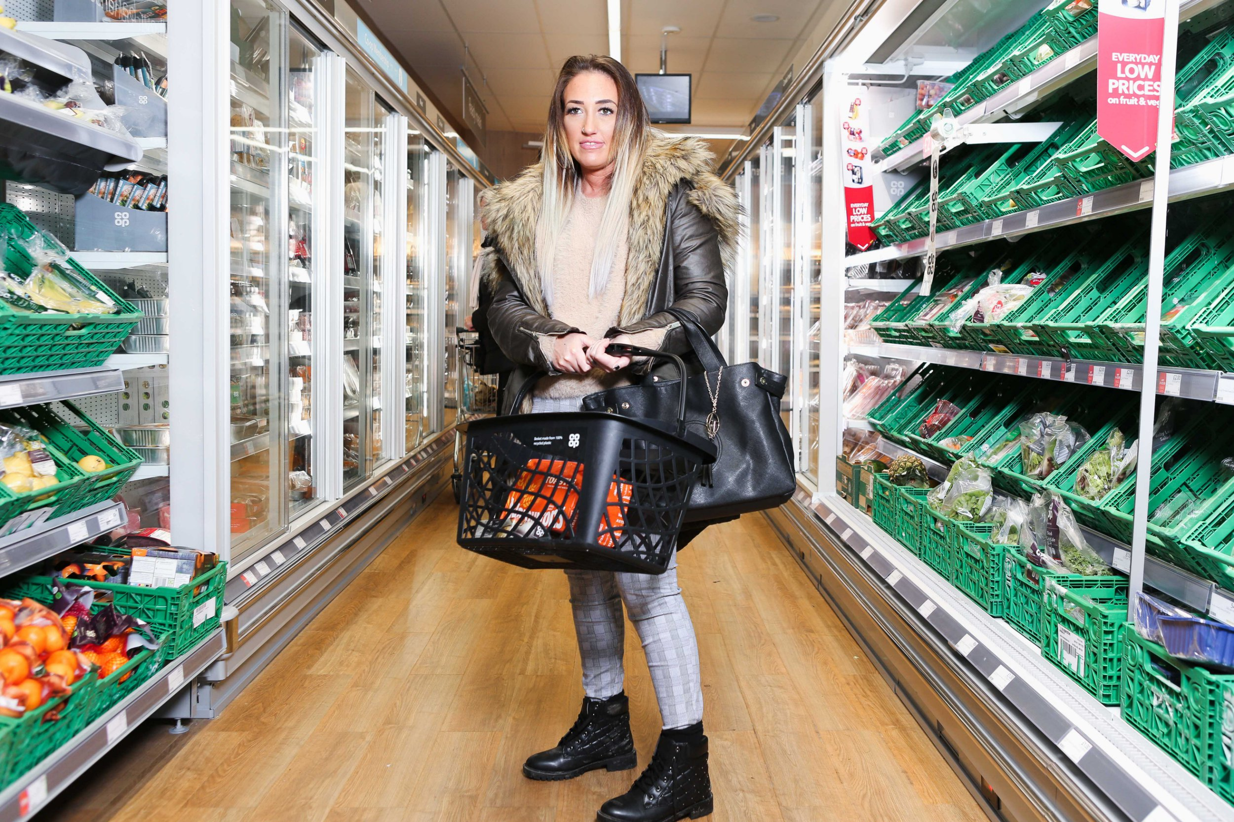 Pic by JAMES WARD/CATERS NEWS (Pictured:Emily Fox at local supermarket. Wolverhampton, West Midlands. 9/11/18 ) A mum-of-three has dubbed herself one of the loneliest women in the UK after making no friends for over a decade and visiting supermarkets just to chat to strangers.Emily Fox, 32, is sharing her experience of loneliness to illustrate that the feeling doesnt just affect the elderly. The mum-of-three from Wolverhampton, West Mids, claims she often doesnt speak to a single adult for weeks on end..SEE CATERS COPY