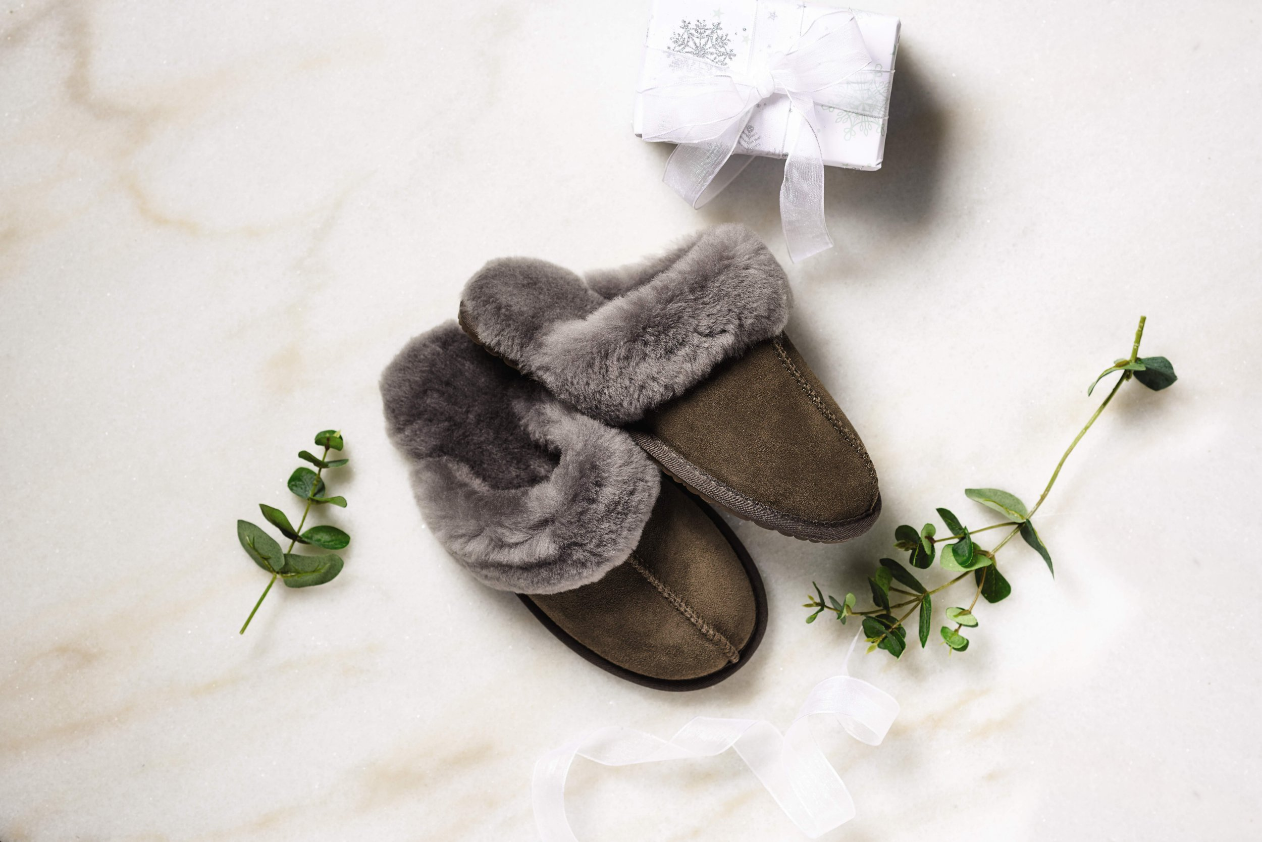 Back by popular demand ??? Aldi restocks Luxury Sheepskin Slippers Aldi???s Luxury Sheepskin Slippers are back by popular demand ??? great news for those that didn???t manage to get hands on them last year. Perfect for a toasty night in, these stylish Men's/Ladies??? Sheepskin Slippers (??15.99) feature a super soft sheepskin lining and supportive rubber sole, so fashion-lovers can relax in style and give tired feet a break. The slippers are part of Aldi???s wider Stylish Gifts range, available to pre-order online from 18th November and purchase in stores nationwide from 22nd November, but shoppers will need to be quick, as with all Specialbuys, once it???s gone, it???s gone! For further information or images, please contact the Aldi Specialbuys team on: aldispecialbuys@clarioncomms.co.uk 020 7479 0910 ENDS