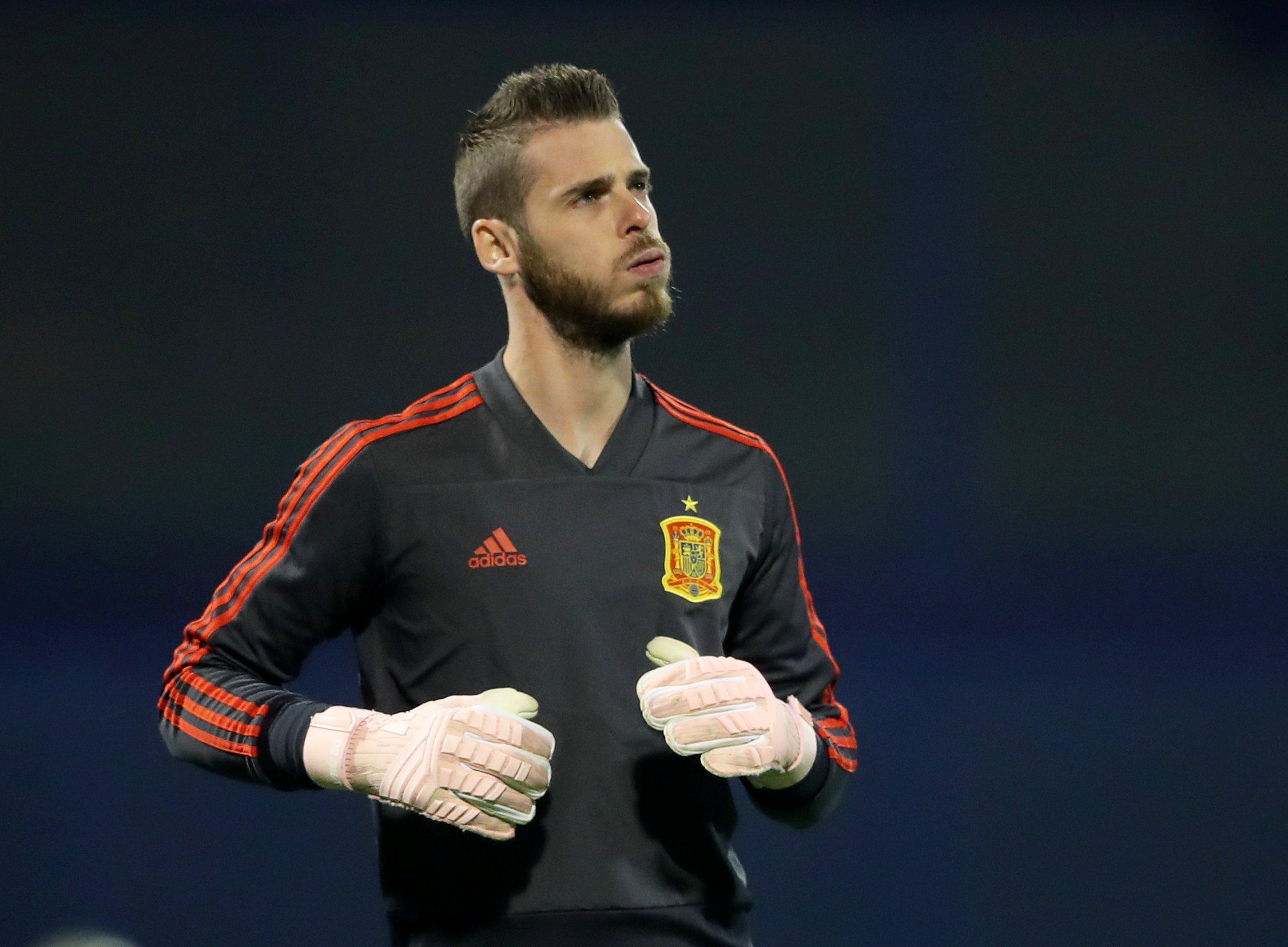 Spain boss Luis Enrique to drop David de Gea after latest blunder and hand Kepa No.1 shirt