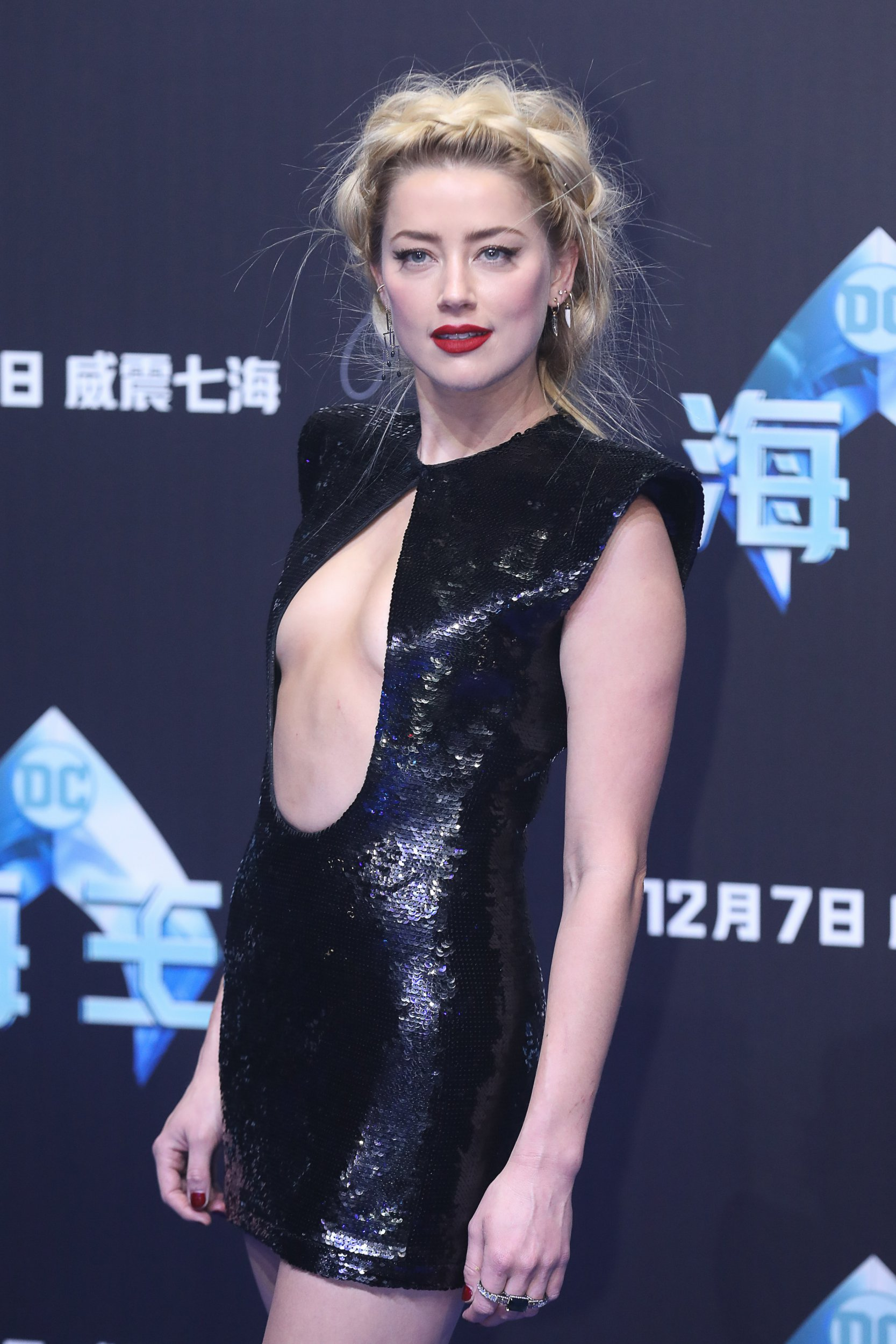 BEIJING, CHINA - NOVEMBER 18: American actress Amber Heard attends the premiere of director James Wan's film 'Aquaman' on November 18, 2018 in Beijing, China. (Photo by VCG/VCG via Getty Images)