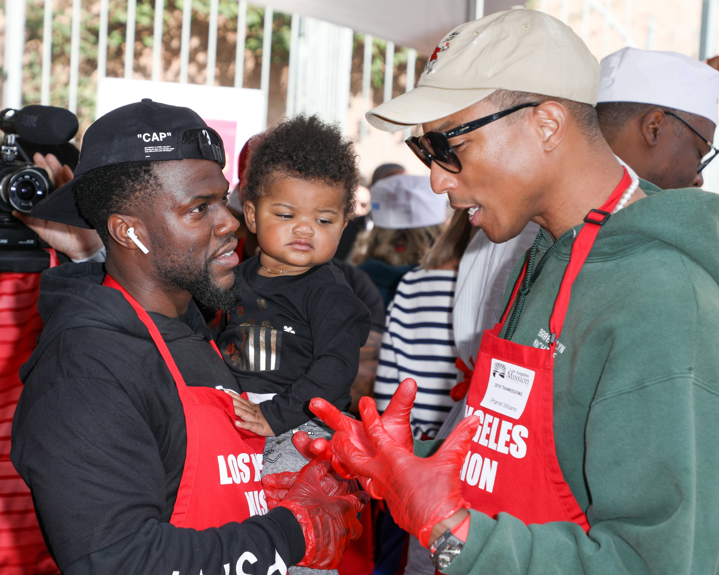 Kevin Hart and Pharrell Williams join volunteers to hand out Thanksgiving food to homeless