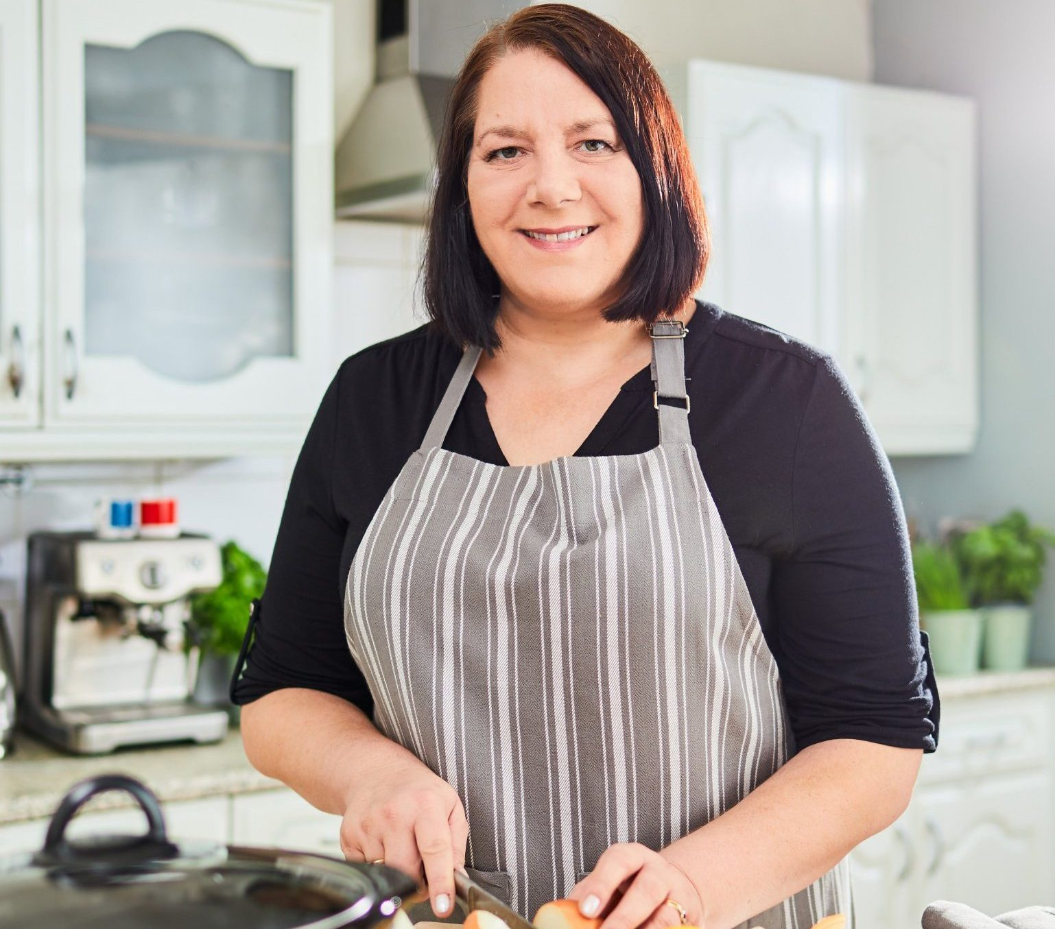 Jane Ashley, 50, from London who has published her second cookbook that shows how to make remarkably cheap meals. Pictured here November 2018. A MUM-OF-ONE has shown how to feed two people gourmet meals for as little as 60p per plate ? whilst still buying high-end ingredients like free-range chicken and organic eggs. Jane Ashley, 50, from London, has published her second cookbook to prove how you can conquer the challenging task of feeding two people on a shoestring budget - without any wasted leftovers. Her frugal yet delicious meals for two include roasted butternut squash risotto for 60p per serving, chorizo omelette with potato wedges and coleslaw salad for just ?1 per portion, aubergine katsu curry with rice and Japanese salad for ?1.20 each and slow-cooked beef and ale pie or even Jambalaya for under ?2 per person. Jane has shared some of the scrumptious recipes from her new book, ?Home Economics 2.0 Cooking for two on a budget?. ... SEE COPY AND VID ... PIC BY NEWS DOG MEDIA ... 0121 517 0019