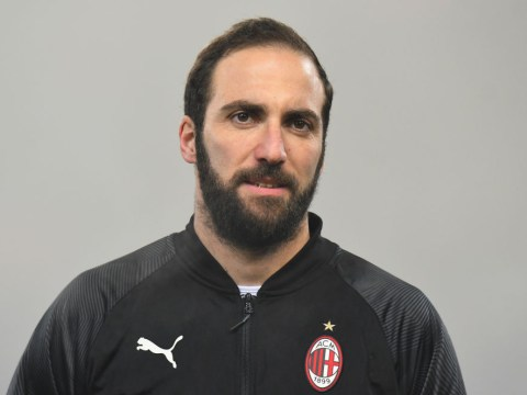 Chelsea edging closer to Gonzalo Higuain signing following talks with AC Milan