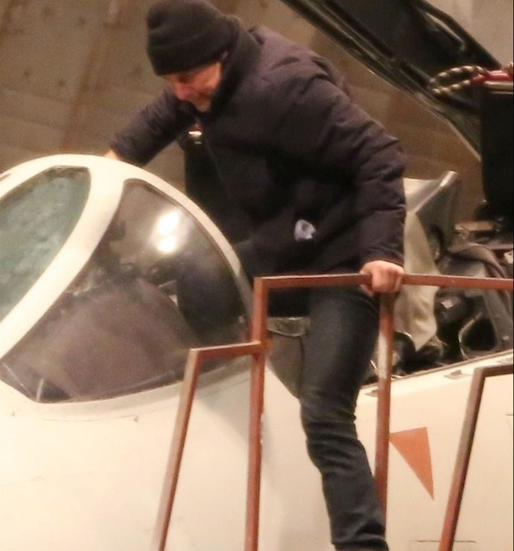 Lake Tahoe, CA - *EXCLUSIVE* - Actor Tom Cruise was seen getting acquainted with an F14 Fighter Jet on the set of 'Top Gun 2' filming in Lake Tahoe, California. Pictured: Tom Cruise BACKGRID USA 16 DECEMBER 2018 BYLINE MUST READ: W Blanco / BACKGRID USA: +1 310 798 9111 / usasales@backgrid.com UK: +44 208 344 2007 / uksales@backgrid.com *UK Clients - Pictures Containing Children Please Pixelate Face Prior To Publication*