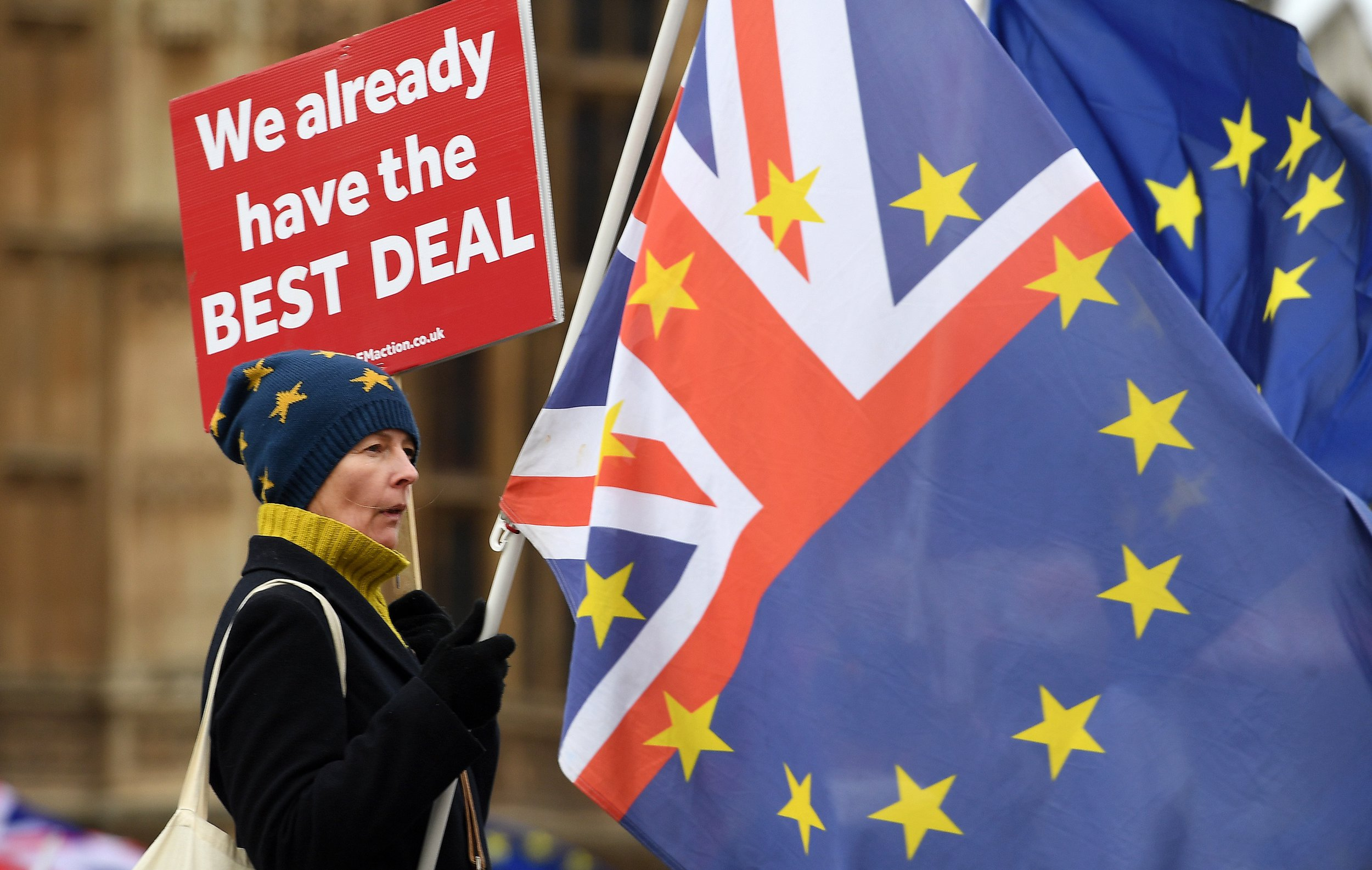 epa07238493 Pro EU protesters demonstrate outside of the parliament calling for a People's Vote in London, Britain, 18 December 2018. It is one hundred days to Brexit. Britain will leave the European Union 29 March. Britain's opposition Labour Party leader Jeremy Corbyn has tabled a motion of no confidence in Prime Minister Theresa May, after she said MPs would not vote on the Brexit deal until 14 January 2019. EPA/ANDY RAIN