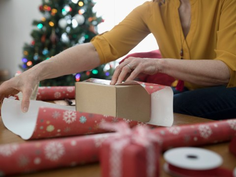 How to wrap your Christmas presents with minimum effort