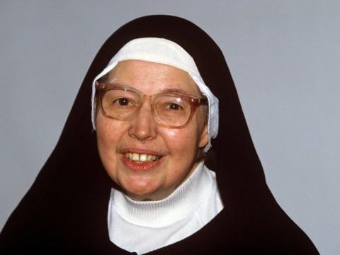 Nun and art critic Sister Wendy Beckett dies aged 88
