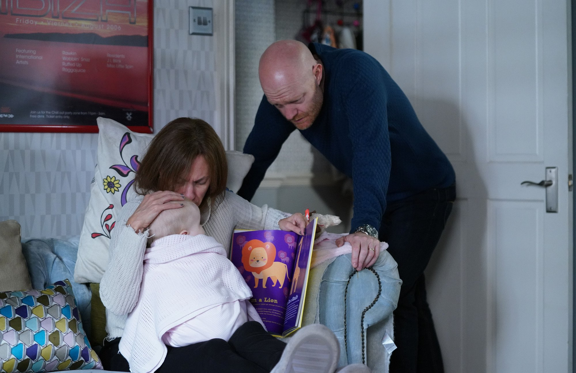 WARNING: Embargoed for publication until 00:00:01 on 08/01/2019 - Programme Name: EastEnders - January - March 2019 - TX: 15/01/2019 - Episode: EastEnders - January - March - 2019 - 5851 (No. 5851) - Picture Shows: *STRICTLY NOT FOR PUBLICATION UNTIL 00:01HRS TUESDAY 8th JANUARY 2019* Max is worried Rainie is sick. Rainie Branning (TANYA FRANKS), Baby Abi, Max Branning (JAKE WOOD) - (C) BBC - Photographer: Kieron McCarron