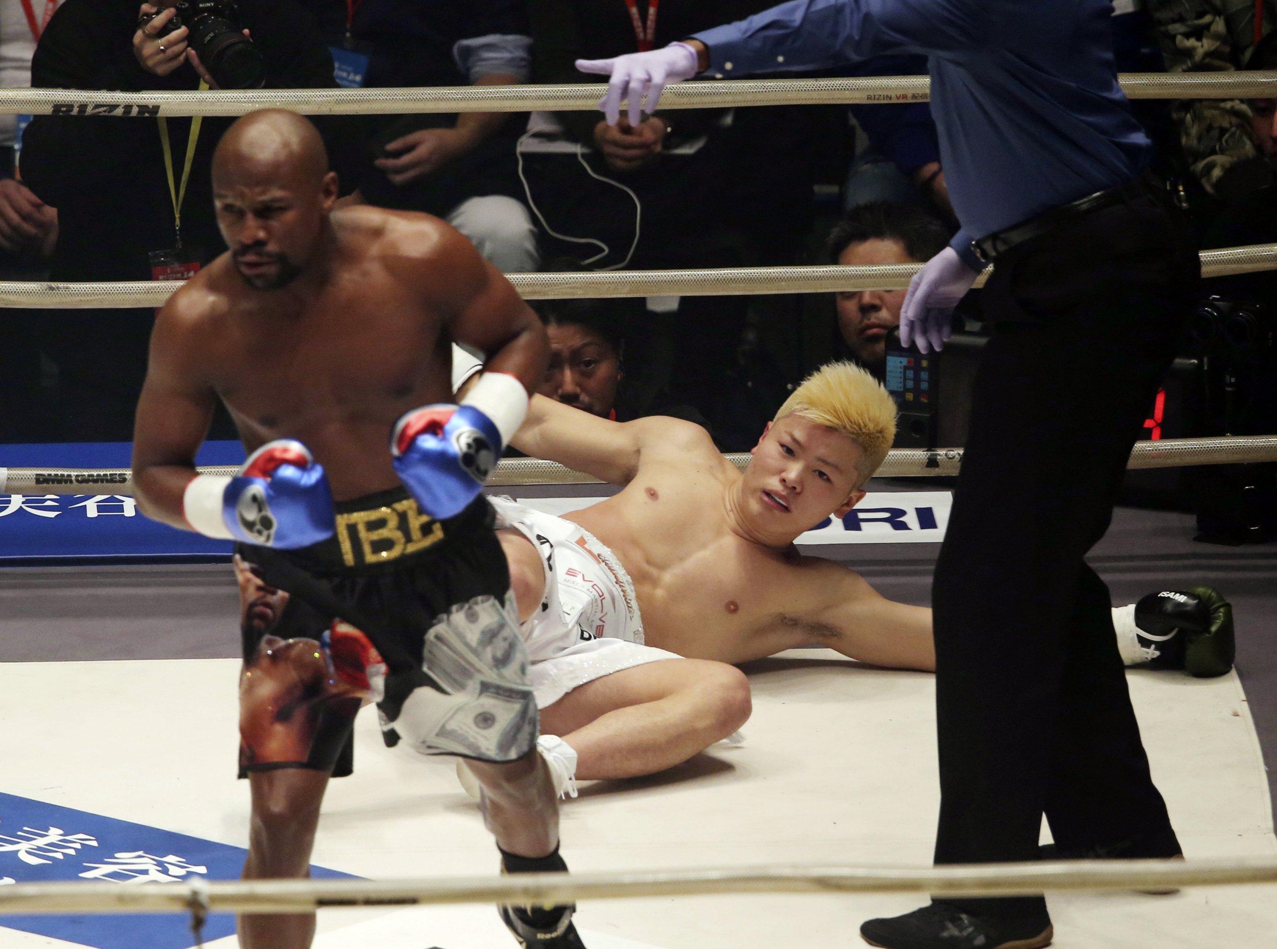 Floyd Mayweather destroys Tenshin Nasukawa with swift KO in first round
