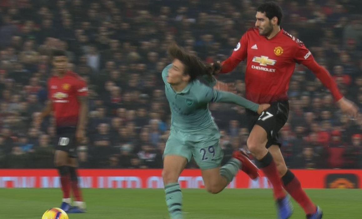 Marouane Fellaini fouls Matteo Geundouzi by pulling his hair during Man Utd v Arsenal