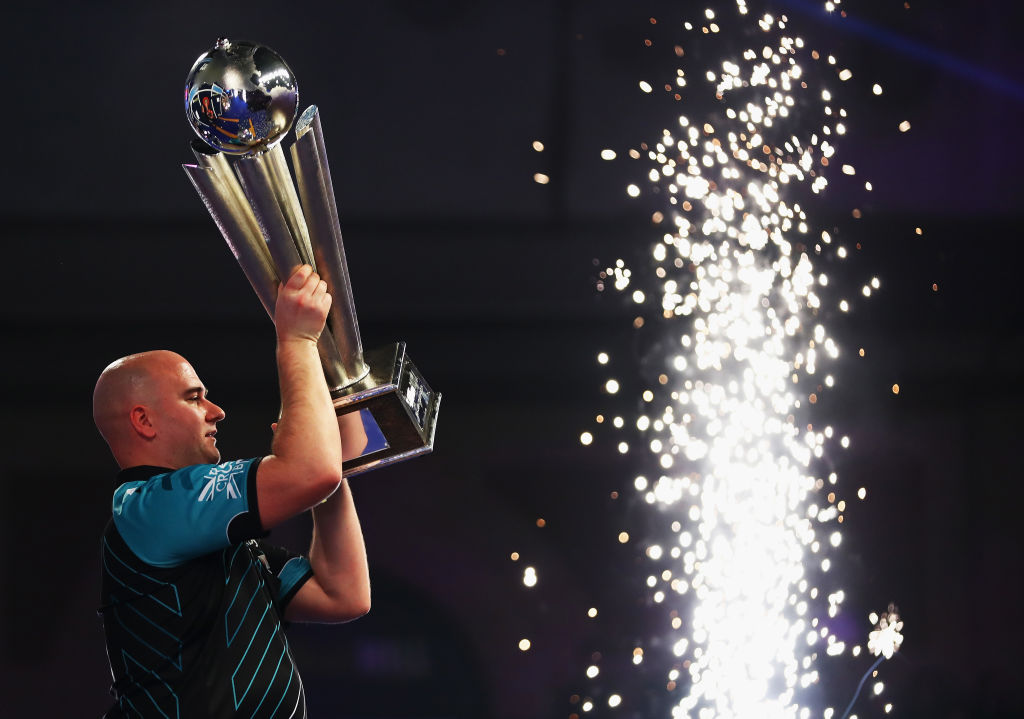 How many 180s were there in the 2018 PDC World Darts  Championship and what is the record?
