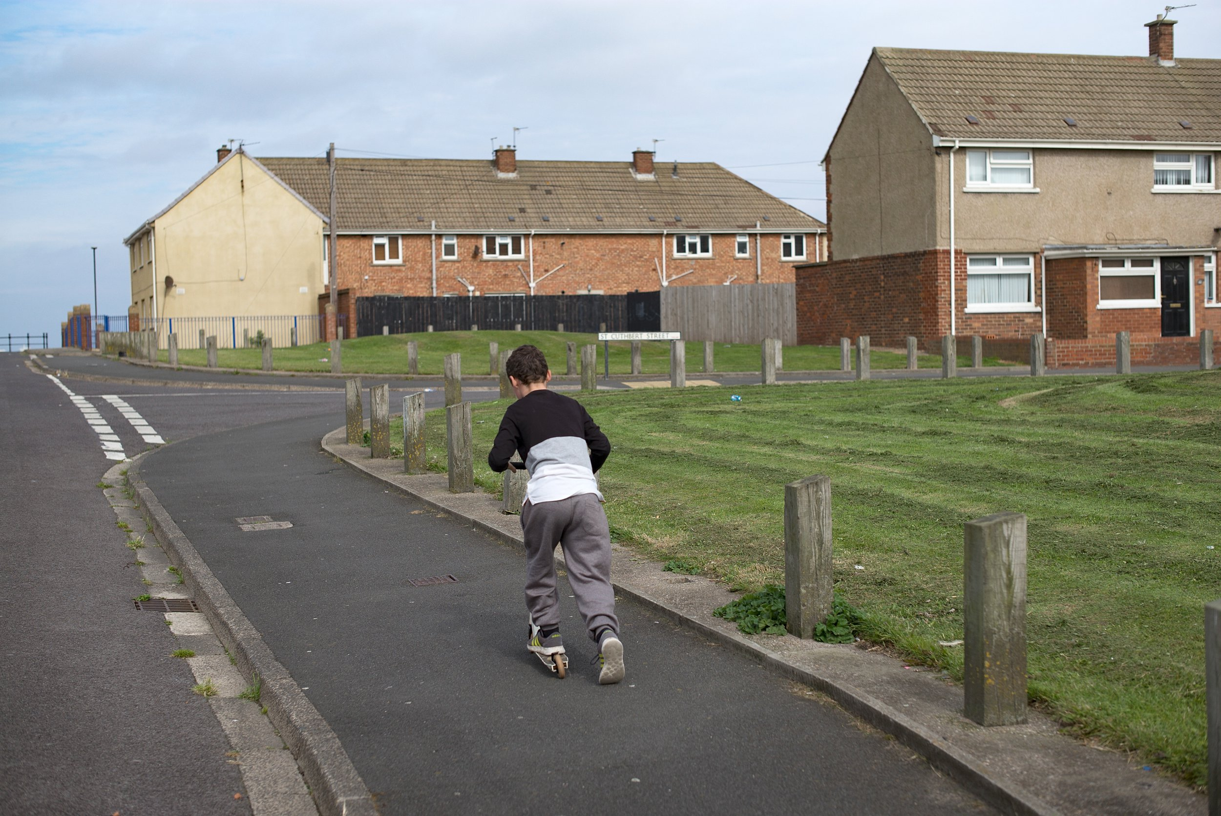 HARTLEPOOL, ENGLAND - SEPTEMBER 04: Children play on the streets of the Headlands area of Hartlepool on September 4, 2017 in Hartlepool, England. Hartlepool in the North East of England is one of the many coastal towns lagging behind inland areas with some of the worst levels of economic and social deprivation in the country. The Social Market Foundation (SMF) found that 85% of Great Britain's 98 coastal local authorities had pay levels below the national average for 2016. The government has announced that it will give 40 million GBP to encourage tourism and boost employment in the areas. (Photo by Christopher Furlong/Getty Images)