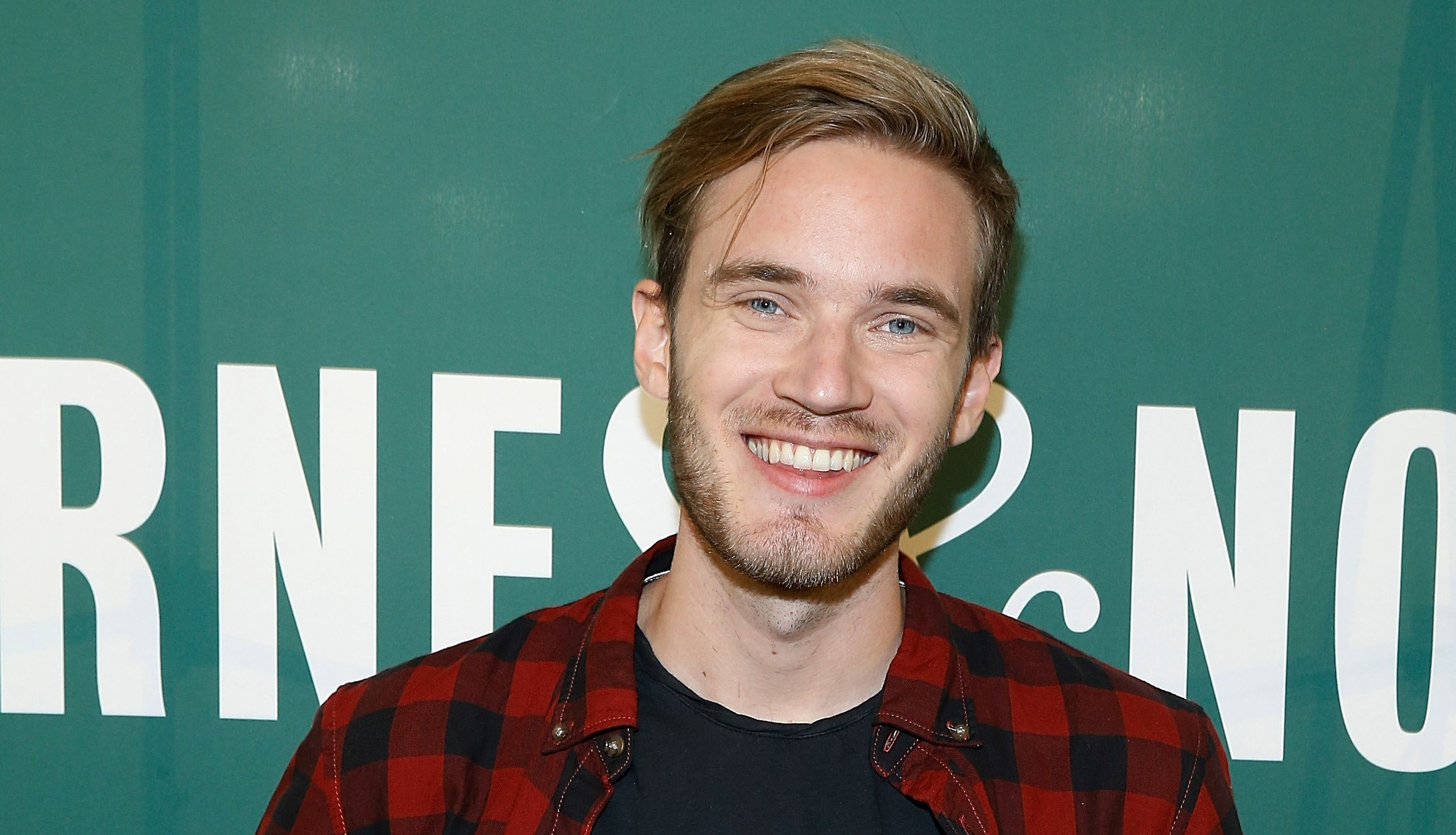 """NEW YORK, NY - OCTOBER 29: PewDiePie signs copies of his new book """"This Book Loves You"""" at Barnes"""
