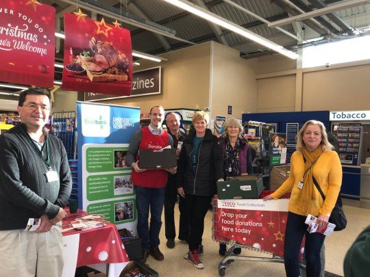 Dominic Raab helping with food donations at a Tesco store in Molesey (Picture: @DominicRaab/Twitter)
