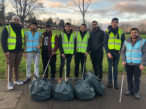 Ahmadiyya Muslims carry out nationwide NY Day morning clear up Picture: AMYA METROGRAB