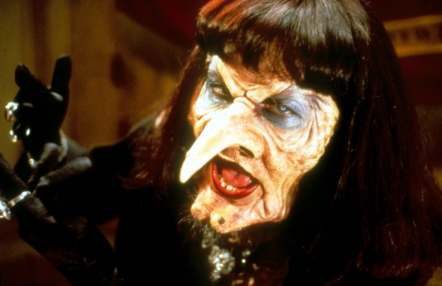 Film: The Witches (1990), starring Anjelica Huston as Miss Eva Ernst. BKF7EX THE WITCHES (1990) ANJELICA HUSTON WTCH 059