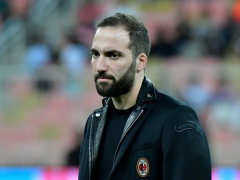Gonzalo Higuain in London to complete Chelsea transfer today